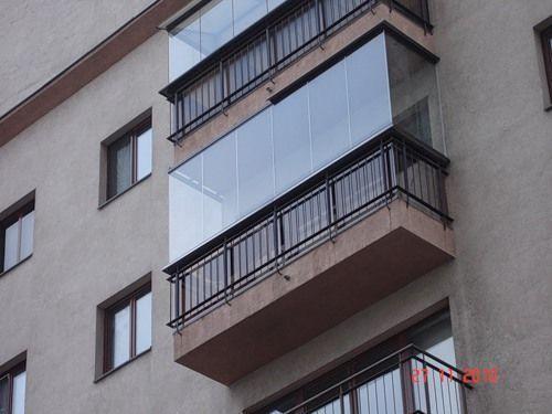 Безрамное остекление балкона и лоджии крепление на железный .